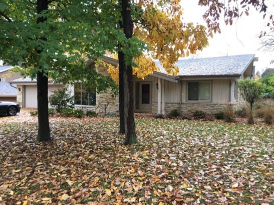 Lannon Stone Ranch Home (photo 1)