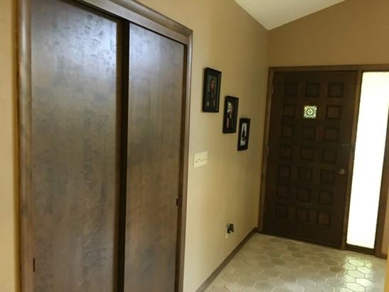 Foyer with Ceramic Tile Floor (photo 3)