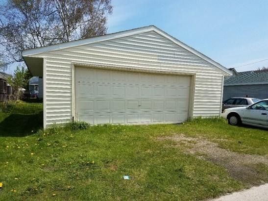 Garage (photo 2)