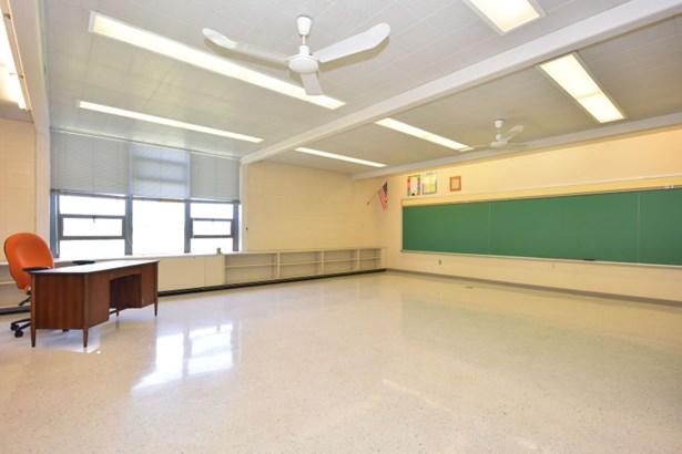 Spacious Classroom (photo 2)