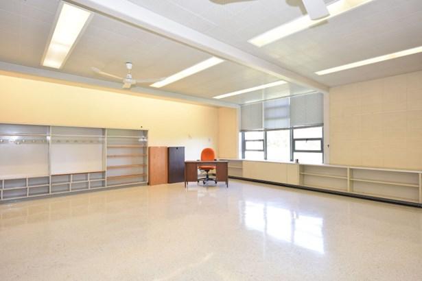 Alternative classroom view (photo 3)