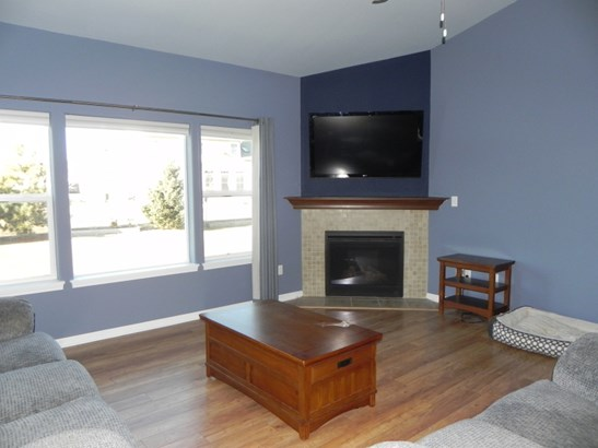 Great Room Gas Fireplace (photo 2)