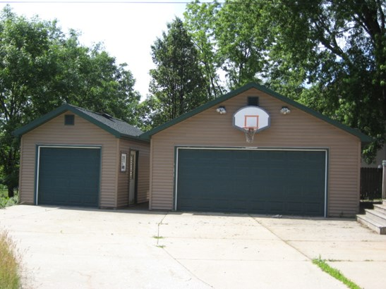 3 Car Detached Garage (photo 2)
