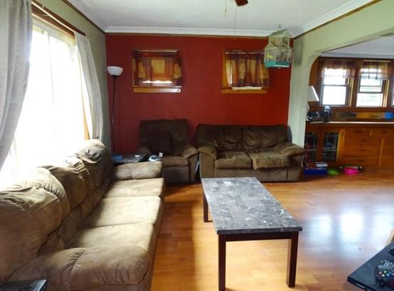 Living area (photo 3)
