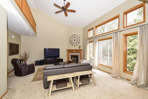 Spacious airy living room! (photo 2)