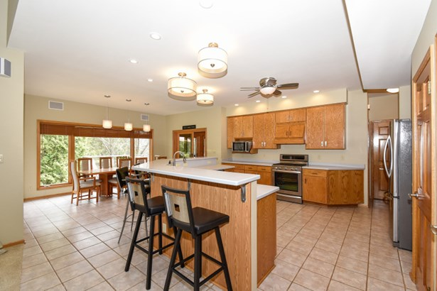 Counter top seating! (photo 4)