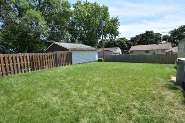 Backyard (photo 2)