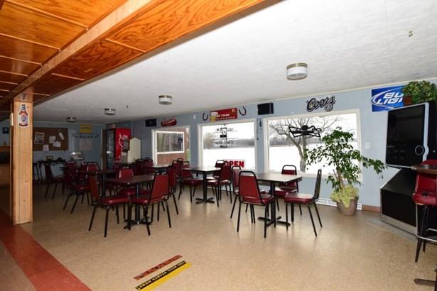 Restaurant (photo 5)