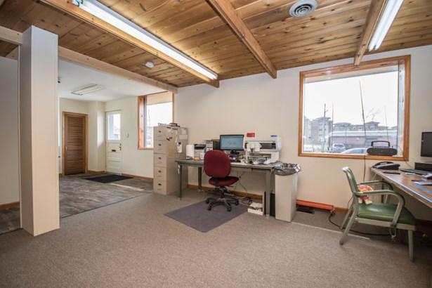 Love that cedar plank ceiling (photo 4)