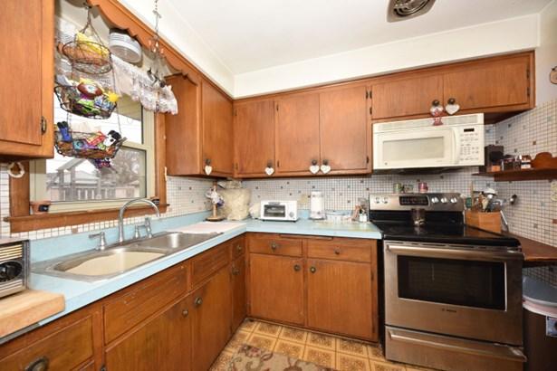 Eat In Kitchen (photo 2)