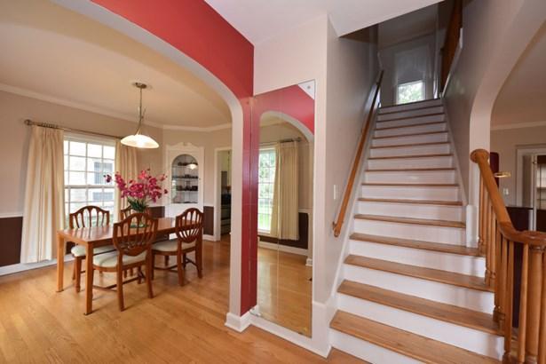 Open Staircase (photo 4)