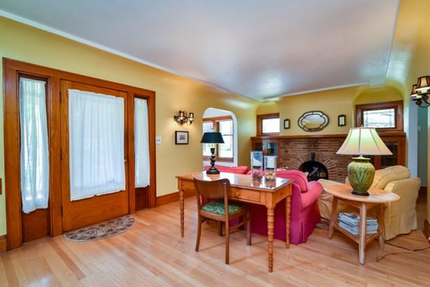 Hardwood floors (photo 4)