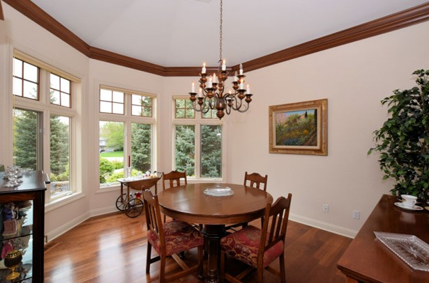 Crown-topped Dining Room (photo 5)