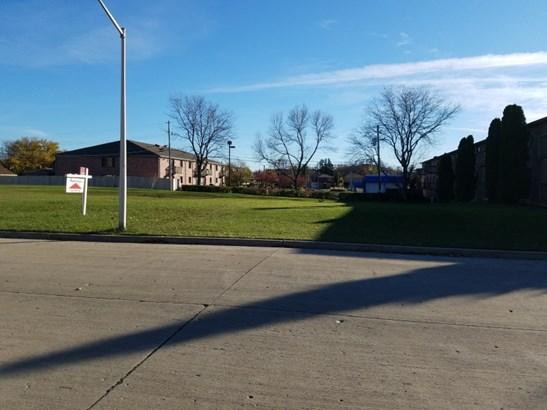 west lot (photo 2)