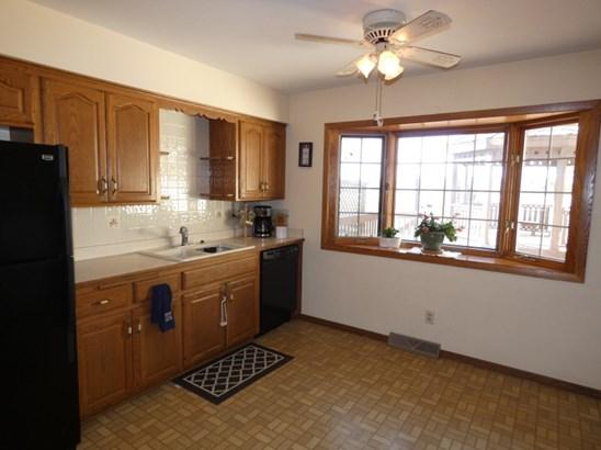 Warm, Inviting Kitchen (photo 3)