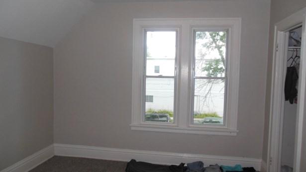 Upper Bedroom 2 (photo 5)