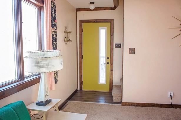 Entry (photo 5)