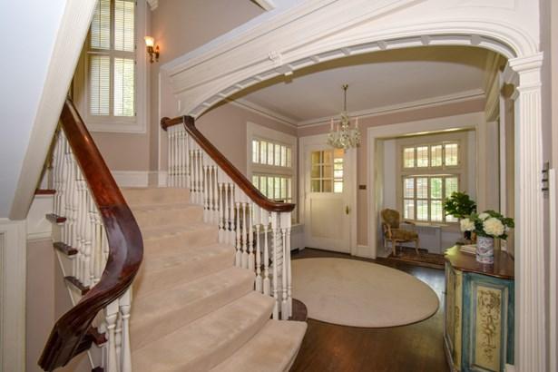 Cascading grand staircase (photo 4)