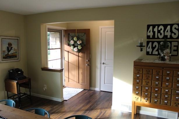 Welcome Home-Interior (photo 2)