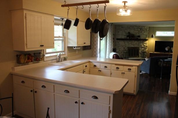 Kitchen-A (photo 3)
