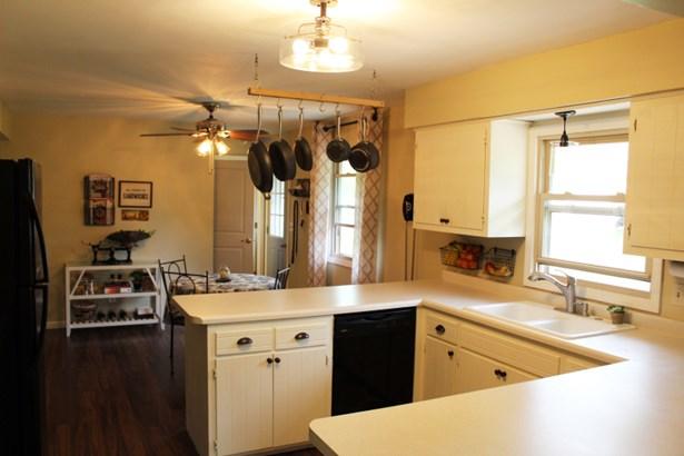 Kitchen-C (photo 5)
