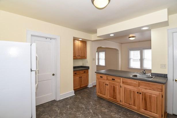 Tile flooring (photo 3)