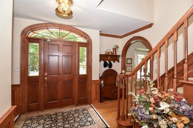 Foyer w/ cherry woodwork (photo 2)