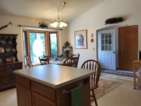 Kitchen Cabinets (photo 4)