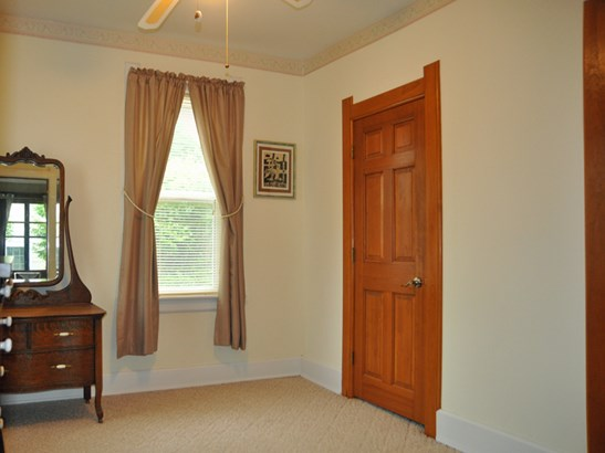 Bedroom / Sitting Room (photo 4)