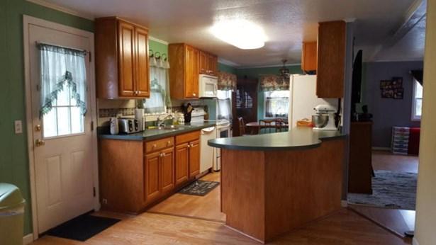 Kitchen with brkfst bar (photo 5)
