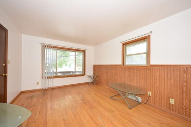 Living Room Upper (photo 2)
