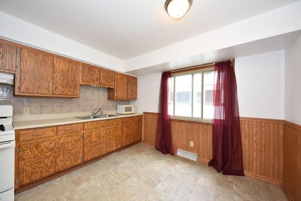 Kitchen Upper (photo 5)