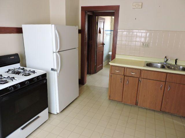 Lower Kitchen (photo 4)