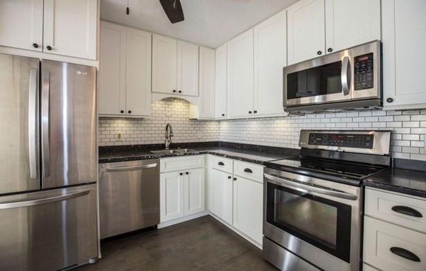 Kitchen w/ SS Appliances (photo 2)