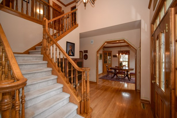 Elegant Open Foyer (photo 2)