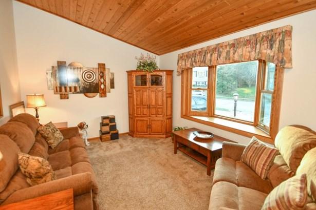 Living Room with Bay Window (photo 2)