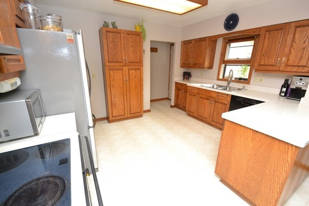 Kitchen (photo 3)