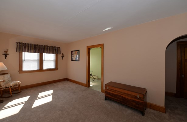 Living room/dining area (photo 2)