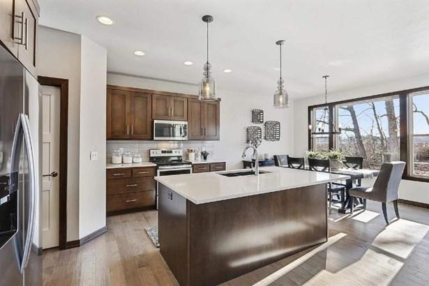Kitchen & dining area (photo 3)