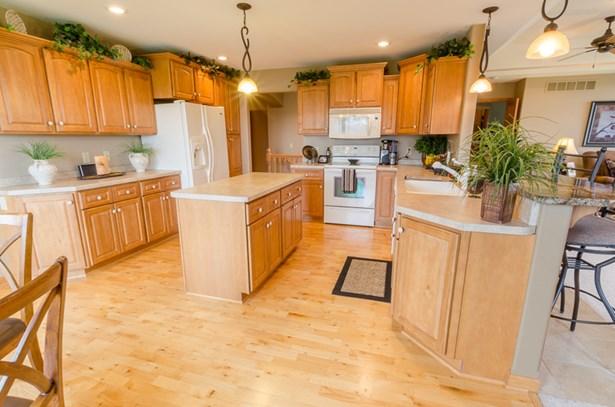 Huge Kitchen (photo 4)