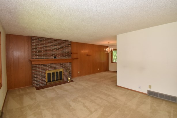 Living room & dining room (photo 4)
