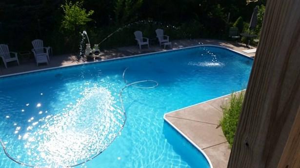 Pool (photo 2)