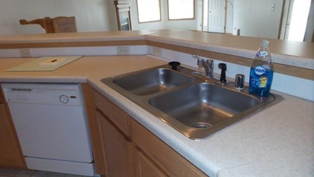 kitchen sink (photo 3)