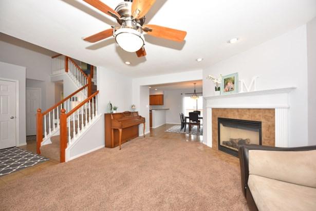 Living Room (photo 5)