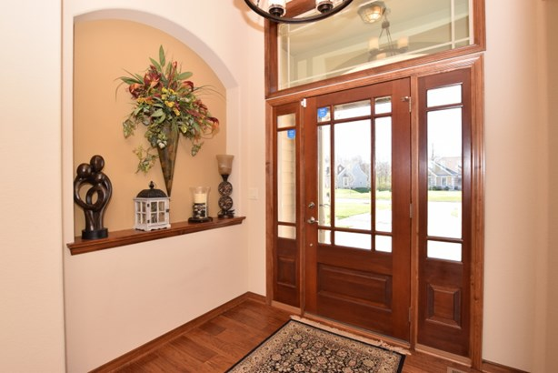 Foyer w/Transom Window (photo 3)