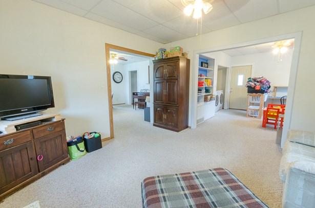 cozy living room (photo 5)