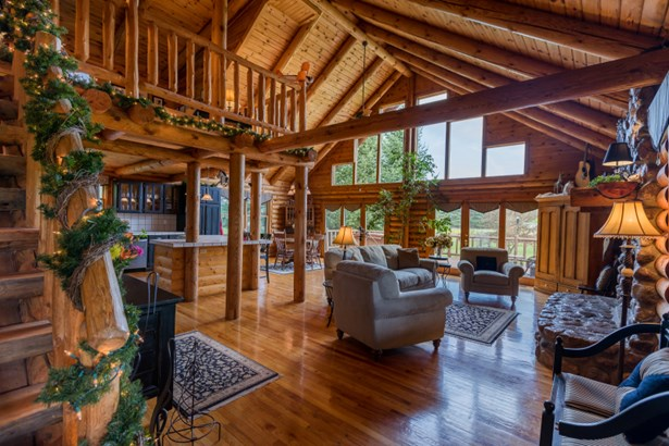 Stunning Open-Concept Log Home (photo 1)