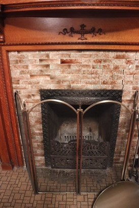 Fireplace (photo 4)
