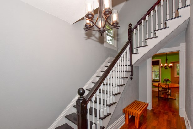 2 story open staircase (photo 3)