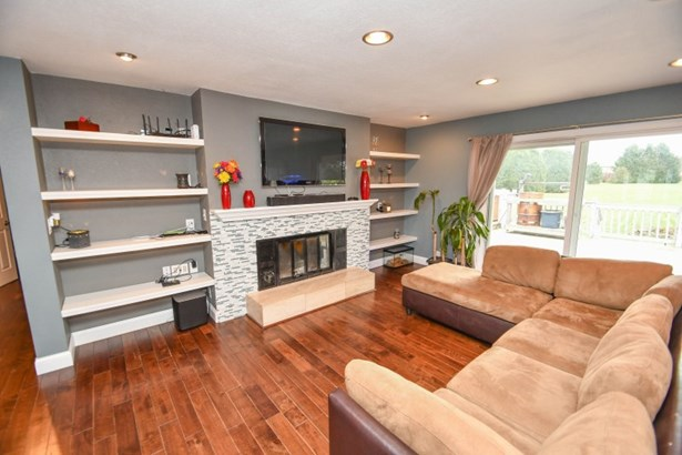 Fireplace in Family Room (photo 2)